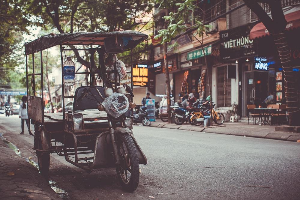Tuk Tuk auf Straße in Vietnam