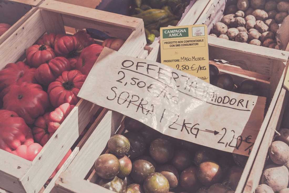 italienische Tomaten auf dem Wochenmarkt