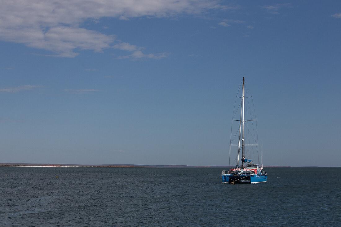 Schiff auf dem Wasser von Monkey Mia in Australien