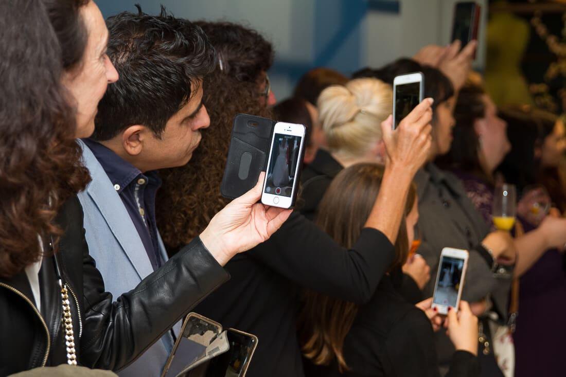 Menschen die mit Handies filmen
