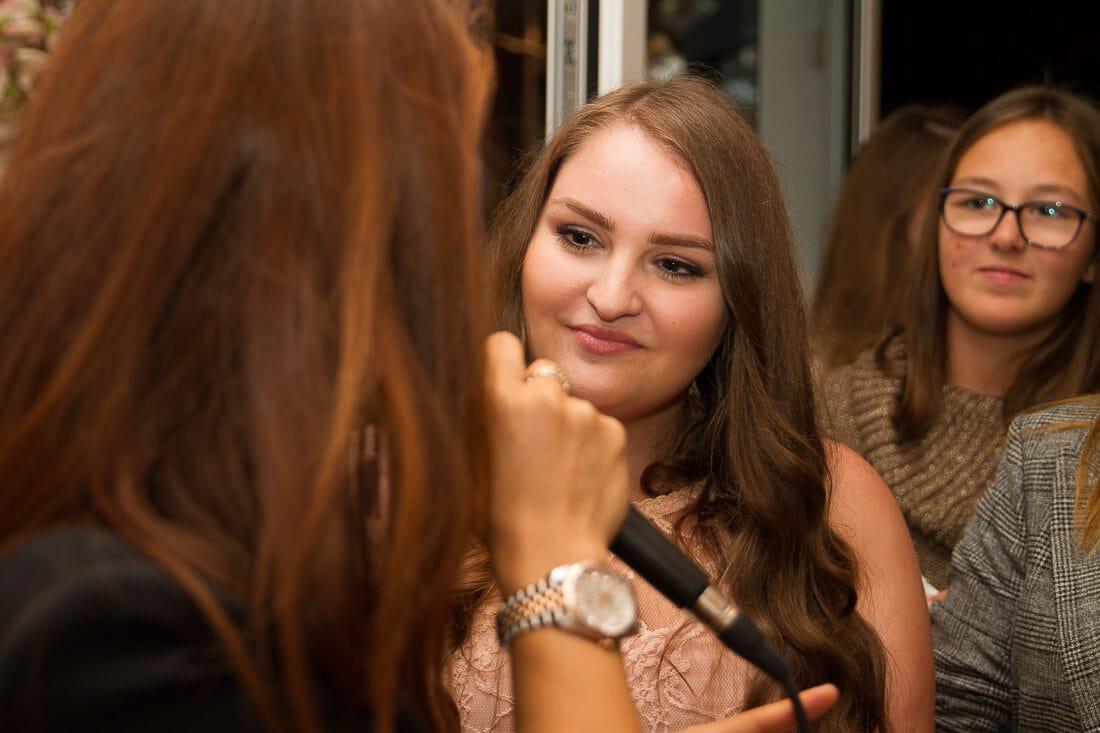 Interview mit einer jungen Frau